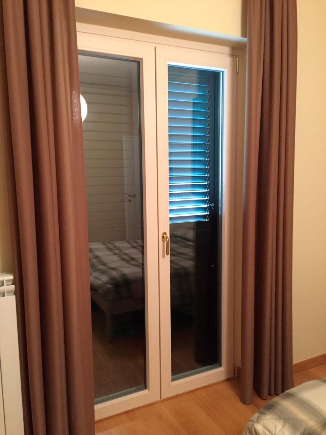 Finestre in pvc sekuro porte e finestre roma for Porte e finestre pvc